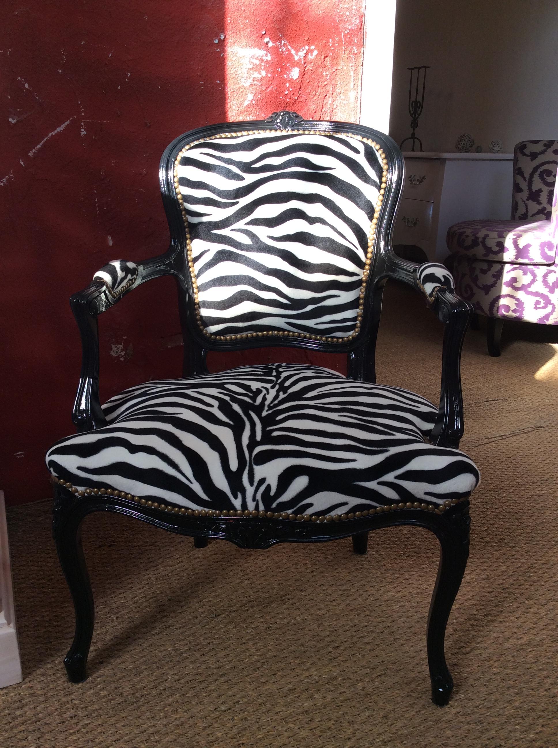 R alisations fauteuil louis xv ventabren for Meuble zebre