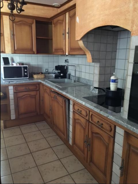 r alisations portes de cuisine relook es en blanc et plan de travail en granit pelissanes. Black Bedroom Furniture Sets. Home Design Ideas