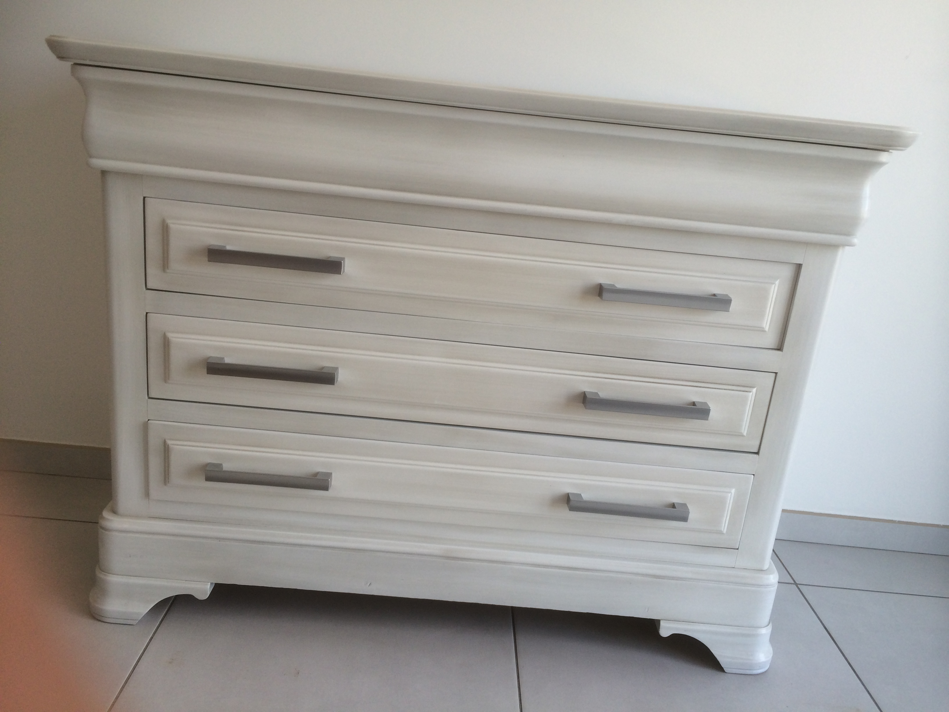 R alisations commode louis philippe remasteris e ventabren for Relooking meuble louis philippe