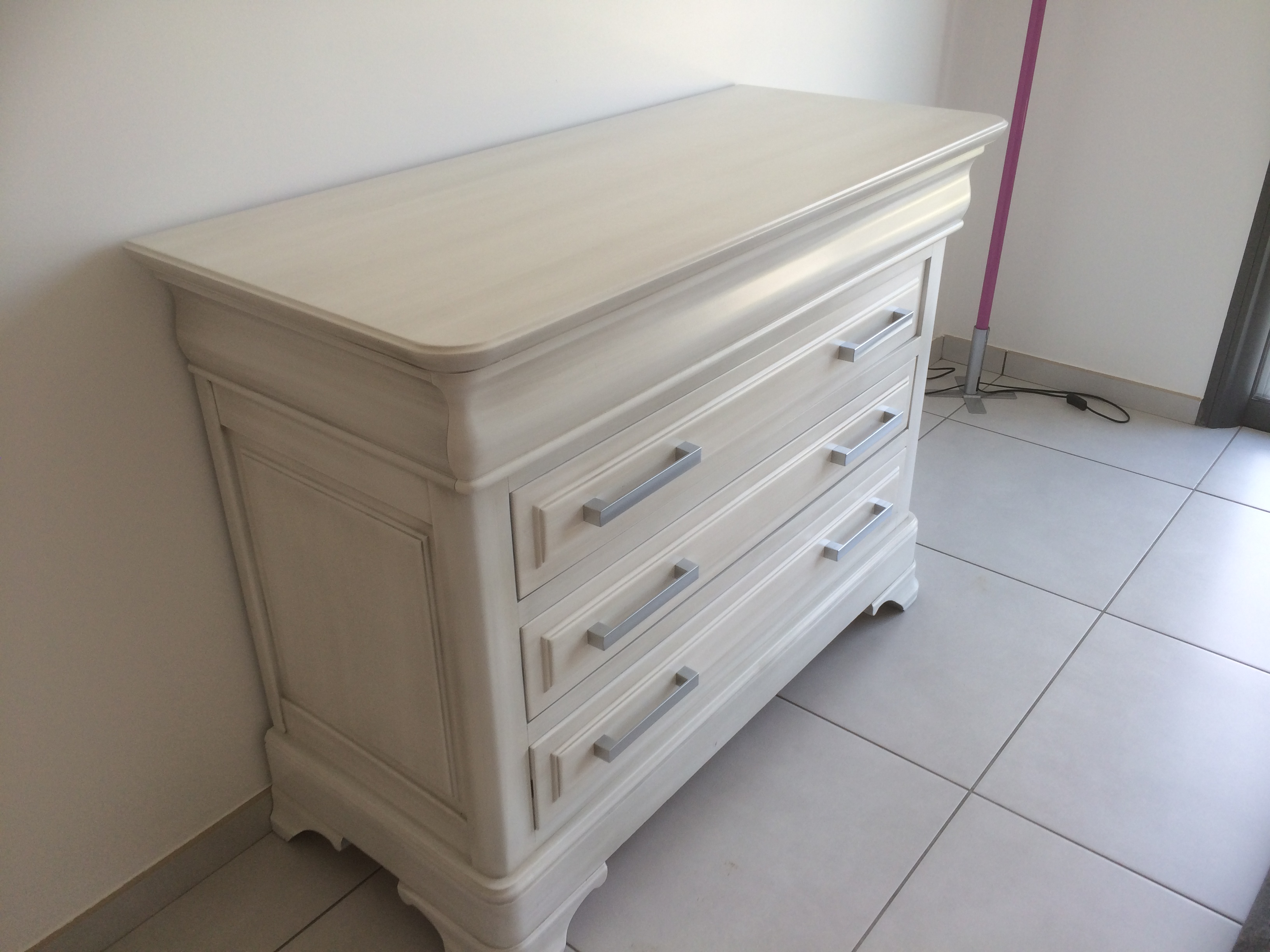 Une commode commode malm deuxieme etape with une commode en tapes transformer une commode en - Repeindre une commode ...