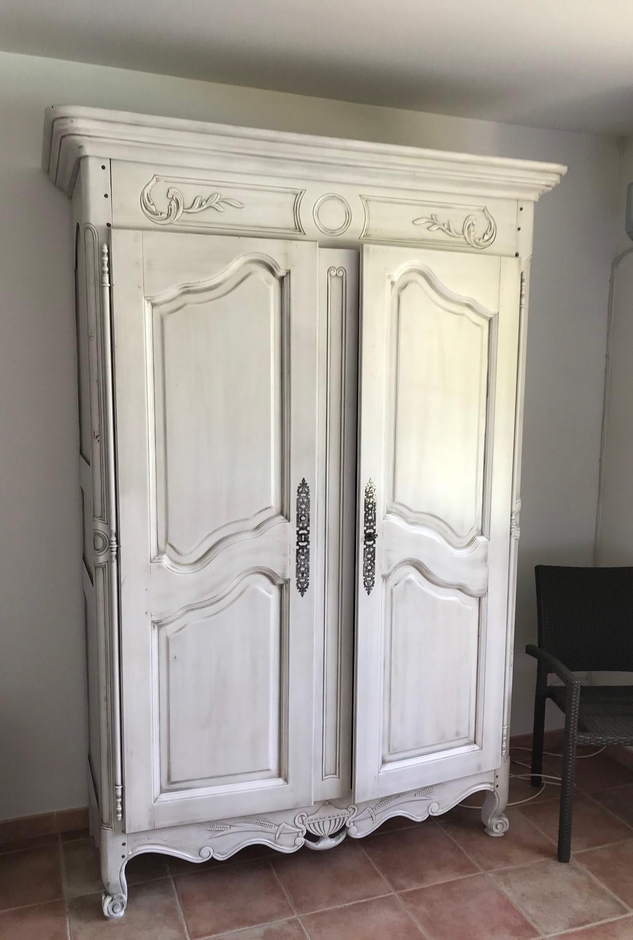 R alisations relooking d 39 une armoire normande en blanc oc an cassis - Prix d une armoire normande ...
